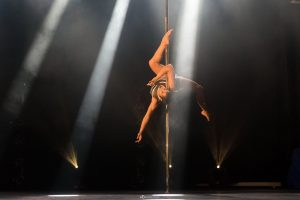 Céline Counali, Championne de France de Pole Dance, 2016. Crédits photo : Hélène Douay